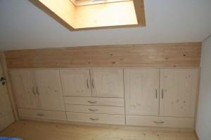 kleiderschrank dachschr ge. Black Bedroom Furniture Sets. Home Design Ideas