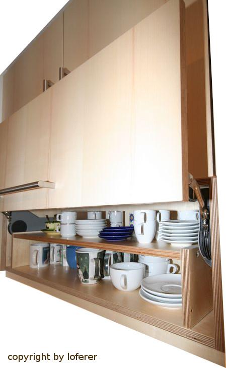 Küche Klappe im Oberschrank