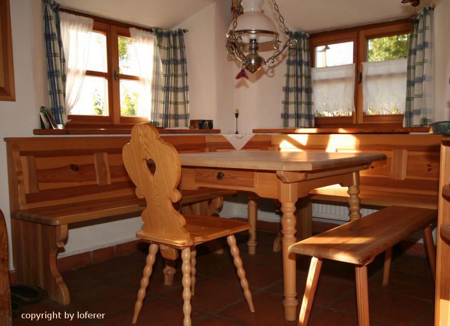 Eckbank und Tisch in Kiefer