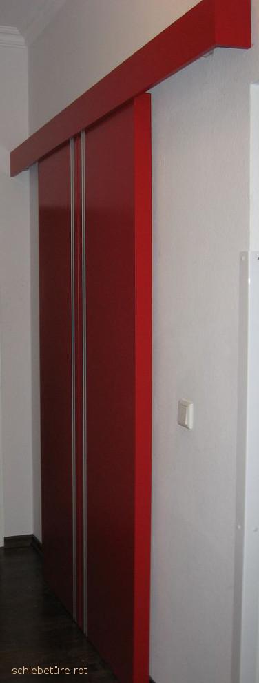 Schiebetüre rot lackiert
