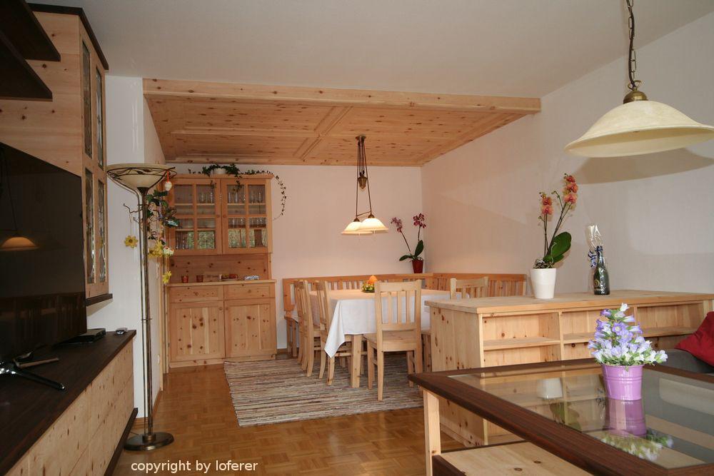 Esszimmer und Wohnzimmer in Zirbe
